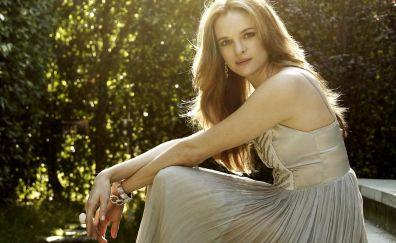 Danielle Panabaker, sit, actress