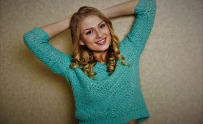 Lucy Heart, girl model, arms up, smile