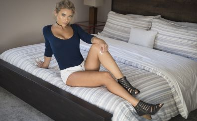 Neesy Rizzo, blonde, model, bed