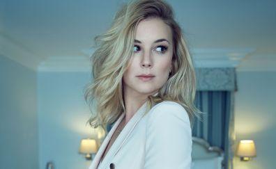 Blonde celebrity, short hair, Emily Vancamp