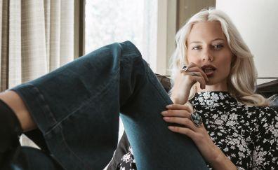 Becca Hiller, fashion model, jeans, sit