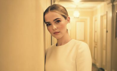Zoey Deutch, leaning to wall, hotel