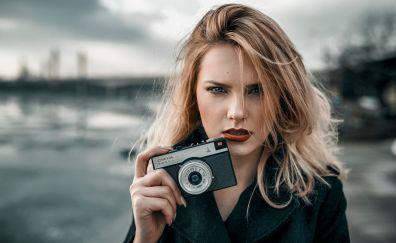 Carla Sonre, model, blonde, camera