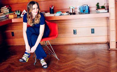 Leighton Meester, study room, sit