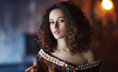 Anastasia Spitz, brunette, curly hair