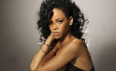 Singer, Rihanna, Curly hair style