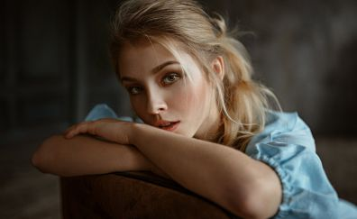 Model, Alice Tarasenko, sitting