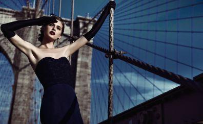 Anastasia Sushchenko, model, bridge
