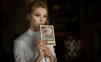 Russina model, book, Alisa Tarasenko