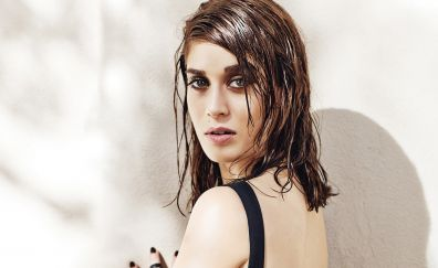 Wet hair, Lizzy Caplan, brunette