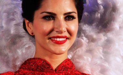 Beautiful Sunny Leone in red lips