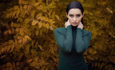 Hands on neck, girl model, park