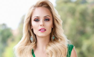 Blonde beautiful celebrity, Laura Vandervoort