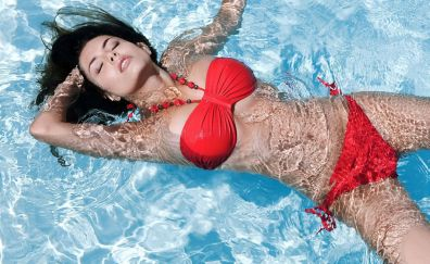 Sexy brunette in swimming pool