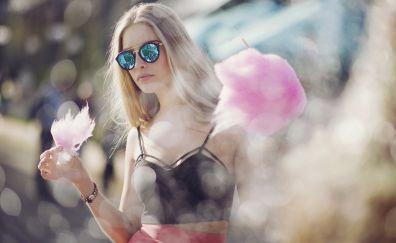Anastasia Vervueren, sunglasses, bokeh