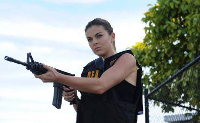 Serinda Swan, Graceland TV show, gun