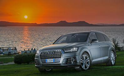 Audi Q7 silver car