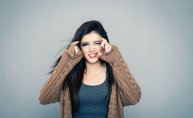 Chrissy Costanza, wink, brunette