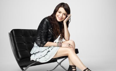 Miranda Cosgrove, simile, sitting, chair