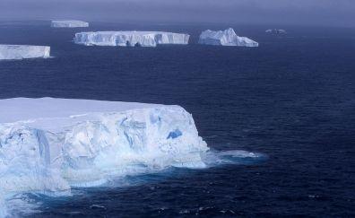 Icebergs of southern Ocean