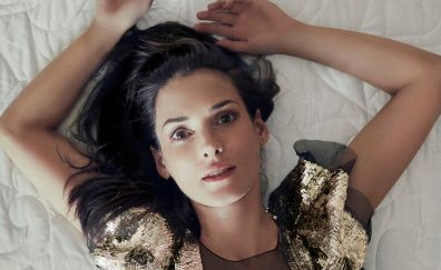 Winona Ryder, lying down, face