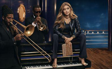 Model Gigi Hadid with music band