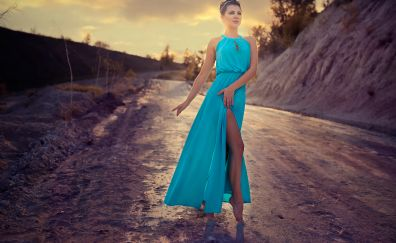 Christina Plate, celebrity, walk, road