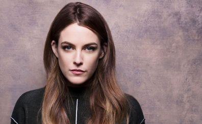 Brunette actress, Riley Keough, face