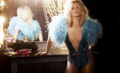 Hot Britney Spears, singer celebrity, mirror