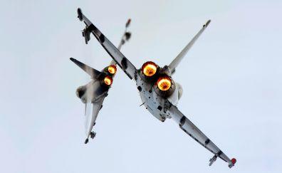 Fighter jet plan on sky