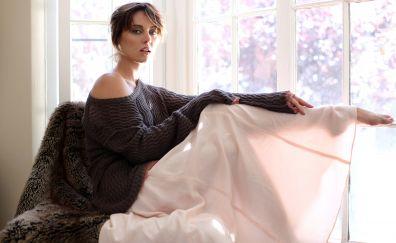 Jessica Stroup, sitting, brunette